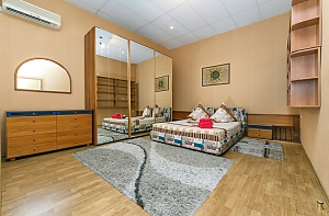 1 minute from Olimpiiska metro station, One Bedroom, 001