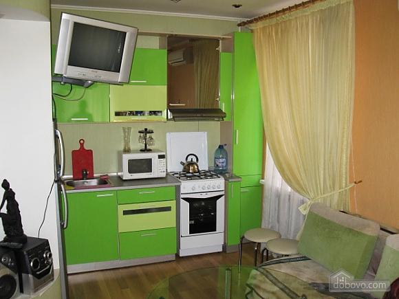 Квартира в самом центре, 2х-комнатная (71834), 002