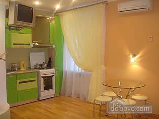 Квартира в самом центре, 2х-комнатная (71834), 005
