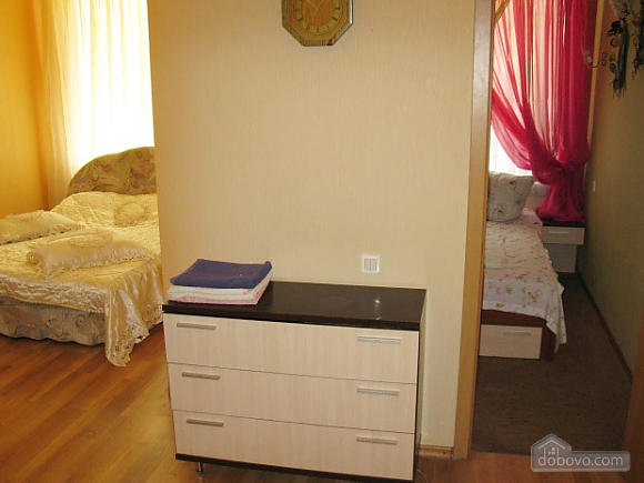 Квартира в самом центре, 2х-комнатная (71834), 007