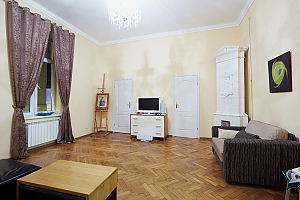Apartment near Opera for 6, Two Bedroom, 002