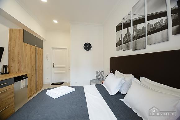 Designed studio apartment with balcony, Monolocale (26773), 006