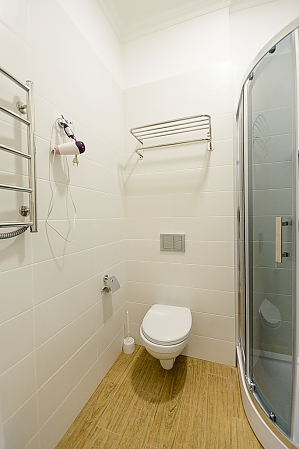 Modern street view studio apartment with shower, Monolocale, 009