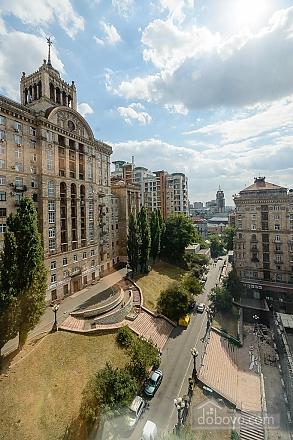 Designed street view studio apartment with shower, Studio (34939), 008