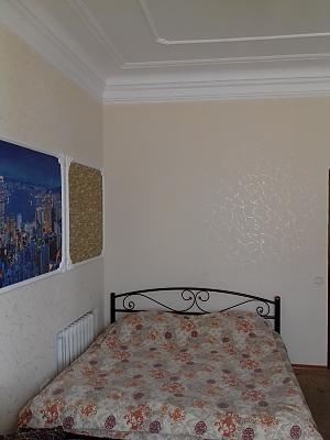 Видова квартира в центрі міста, 3-кімнатна, 001
