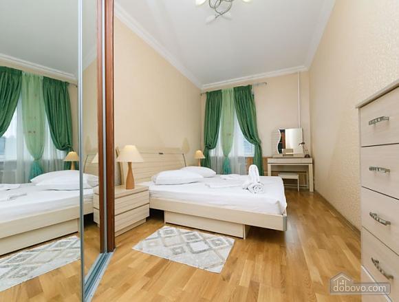 Прекрасна квартира біля Золотих Воріт, 3-кімнатна (63864), 001