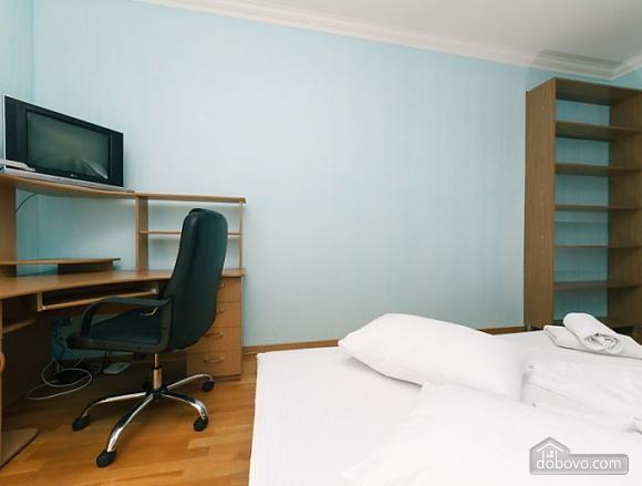 Прекрасна квартира біля Золотих Воріт, 3-кімнатна (63864), 005