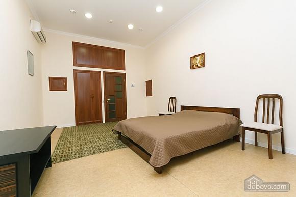 Two rooms Zoloti Vorota metro station, Una Camera (57010), 005