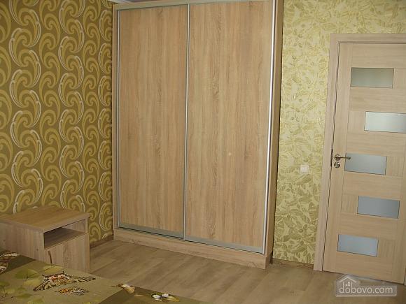 Квартира в тихому районі, 2-кімнатна (53099), 010