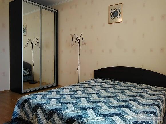 Простора доглянута тиха квартира, 3-кімнатна (50046), 001