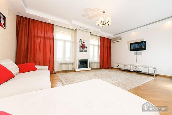 Большая раздельная квартира в центре, 2х-комнатная (43189), 003