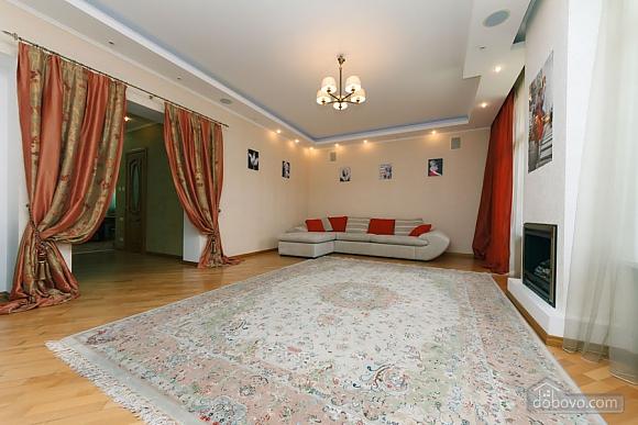 Большая раздельная квартира в центре, 2х-комнатная (43189), 005
