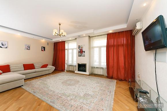 Большая раздельная квартира в центре, 2х-комнатная (43189), 001