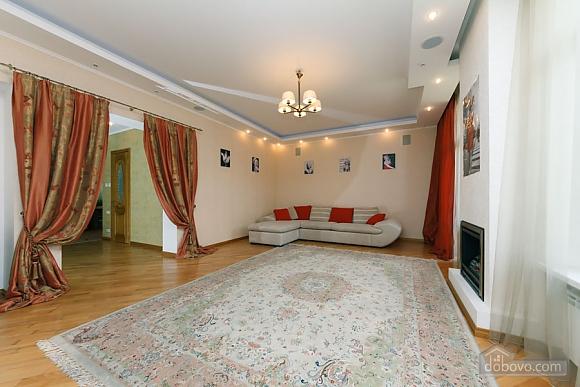 Большая раздельная квартира в центре, 2х-комнатная (43189), 006