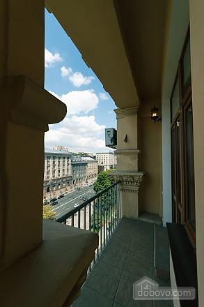 Большая раздельная квартира в центре, 2х-комнатная (43189), 008