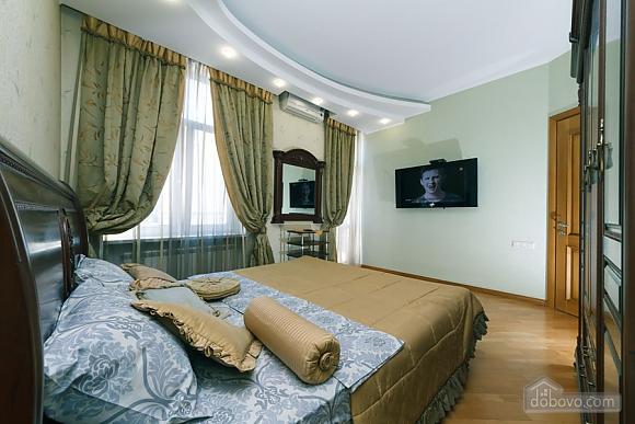 Большая раздельная квартира в центре, 2х-комнатная (43189), 002