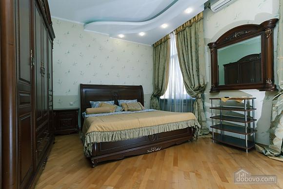 Большая раздельная квартира в центре, 2х-комнатная (43189), 010