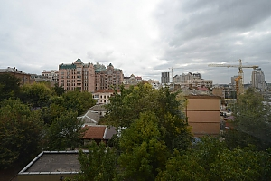 Pleasant quiet furnished apartment with unforgettable historic view in the center of Kiev, Zweizimmerwohnung, 012