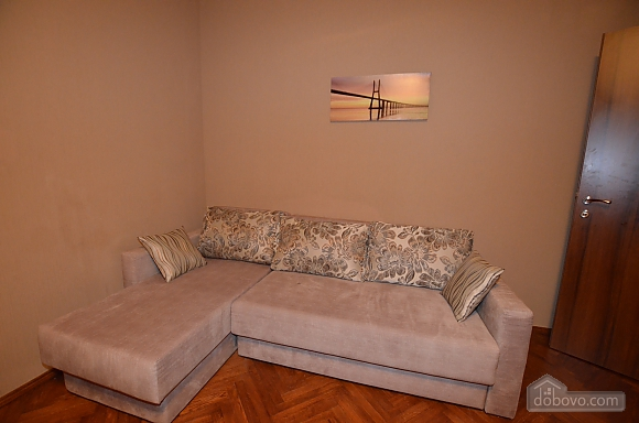 Cozy and comfortable apartment near Olimpiiska metro station, Two Bedroom (10338), 003