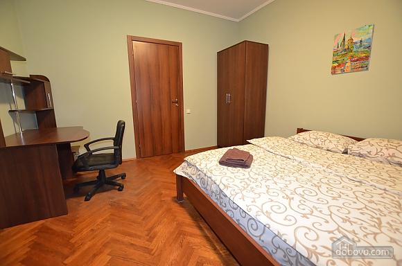 Cozy and comfortable apartment near Olimpiiska metro station, Two Bedroom (10338), 006