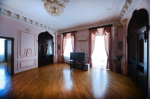Spacious 4-bedroom apartment in the Empire style ideal for tourist groups, Quattro Camere, 001