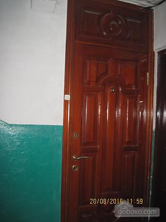 Квартира возле музея Коцюбинского, 2х-комнатная (63430), 002