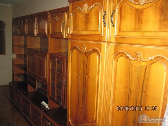Квартира возле музея Коцюбинского, 2х-комнатная (63430), 010
