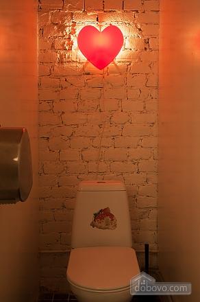 Хостел Петя и Волк Место в 4х-местном мужском номере, 1-комнатная (88684), 007