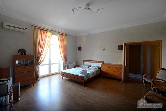 Простора сучасна дизайнерська студія з балконом в самому центрі Києва, 1-кімнатна (44894), 001