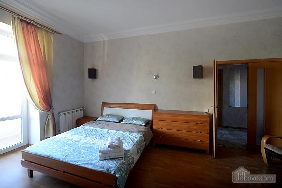 Spacious modern designer studio with balcony in the center of Kiev, Studio (44894), 002