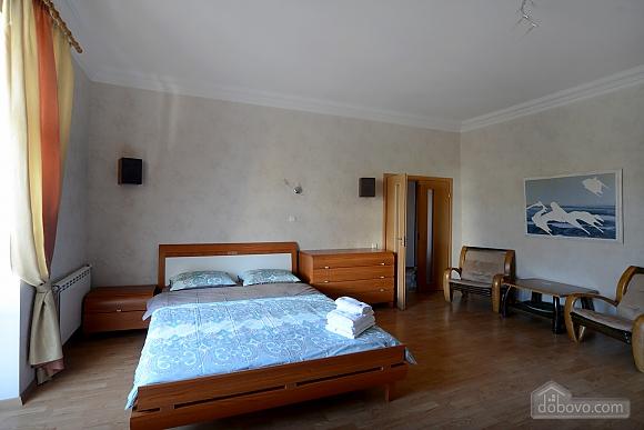 Простора сучасна дизайнерська студія з балконом в самому центрі Києва, 1-кімнатна (44894), 004