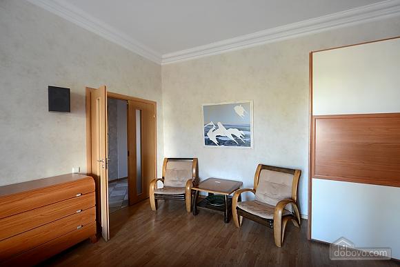 Простора сучасна дизайнерська студія з балконом в самому центрі Києва, 1-кімнатна (44894), 005