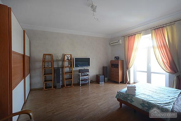 Простора сучасна дизайнерська студія з балконом в самому центрі Києва, 1-кімнатна (44894), 006