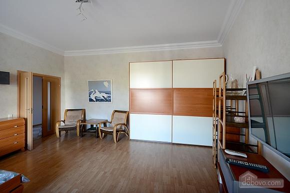 Простора сучасна дизайнерська студія з балконом в самому центрі Києва, 1-кімнатна (44894), 008