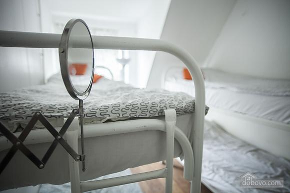 Хостел Петя і Вовк Місце в 4 х-місцевому жіночому номері, 1-кімнатна (87483), 002