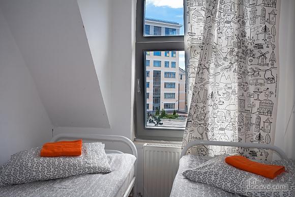 Хостел Петя і Вовк 2х-місний номер з окремими ліжками, 1-кімнатна (99013), 001