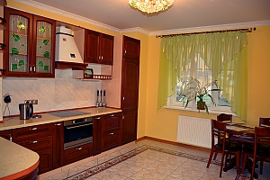 Spacious renovated apartment on Podol, One Bedroom, 004