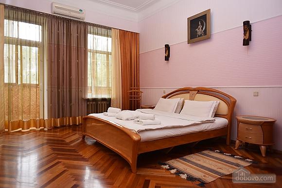 Шикарная квартира в тихом центре, 2х-комнатная (79586), 001