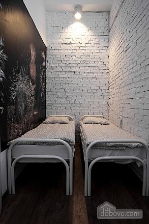 Хостел Петя і Вовк двомісний номер без вікна з окремими ліжками, 1-кімнатна (20996), 002