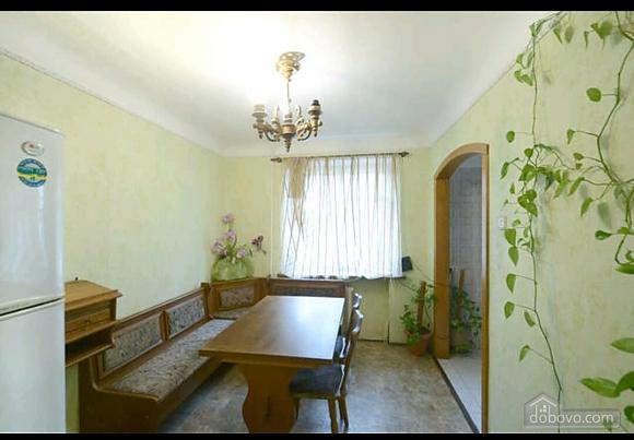 Apartment in a quiet courtyard in Podil, Una Camera (70601), 009