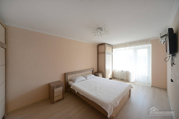 Quiet cozy apartment opposite the park in the center of Kiev, Una Camera (55256), 002