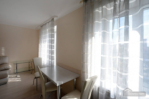 Quiet cozy apartment opposite the park in the center of Kiev, Una Camera (55256), 011