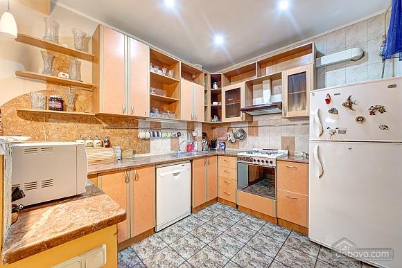 Отличная квартира возле метро, 3х-комнатная (74330), 004