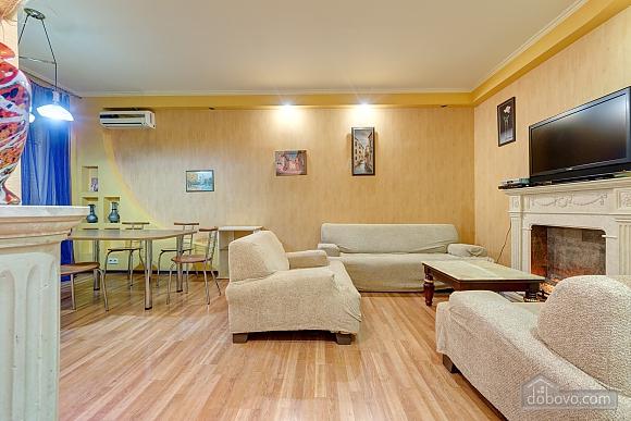 Отличная квартира возле метро, 3х-комнатная (74330), 003