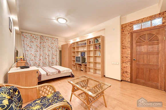 Отличная квартира возле метро, 3х-комнатная (74330), 006