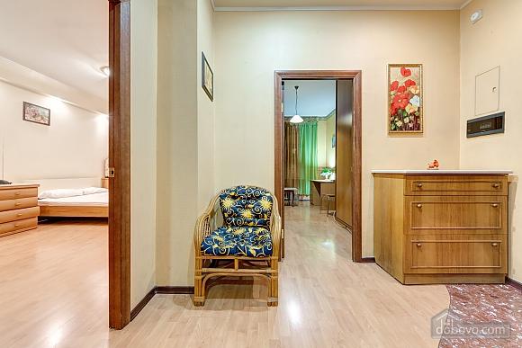 Отличная квартира возле метро, 3х-комнатная (74330), 010