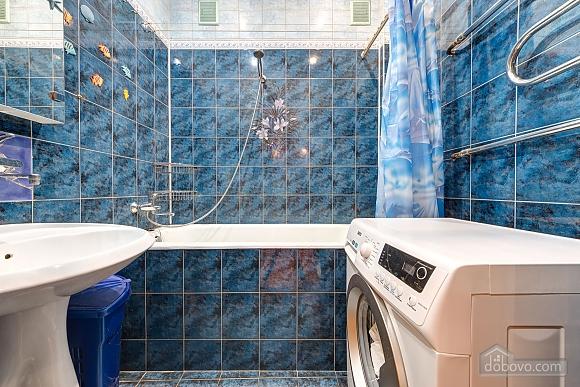 Отличная квартира возле метро, 3х-комнатная (74330), 011