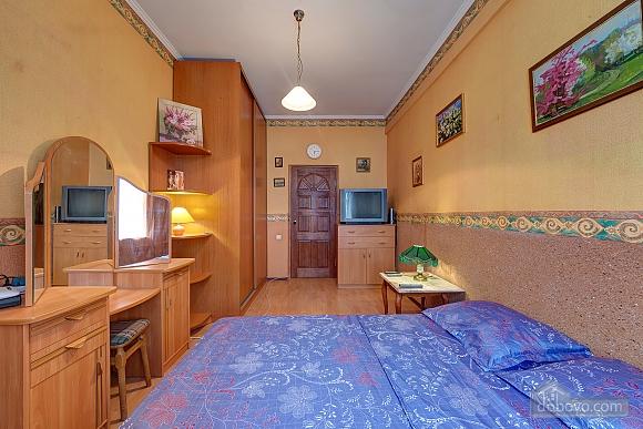 Отличная квартира возле метро, 3х-комнатная (74330), 007