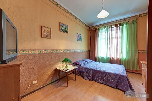 Отличная квартира возле метро, 3х-комнатная (74330), 008