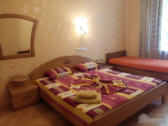 Apartment near Druzhby Narodiv metro station, Dreizimmerwohnung (71999), 001